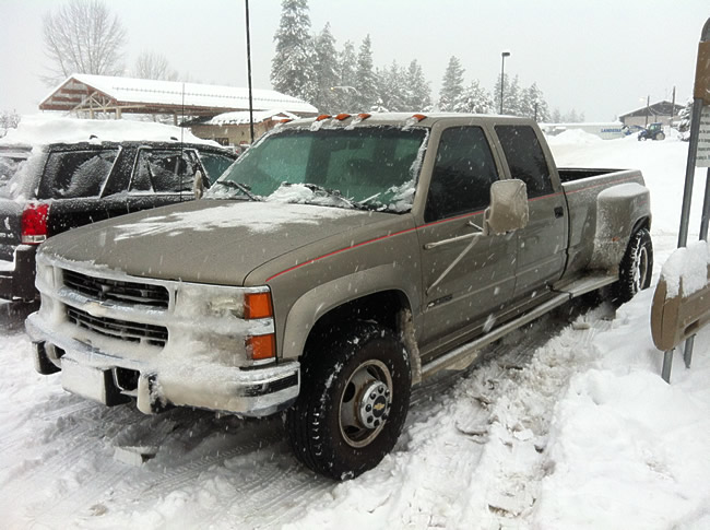 Image of our fifthwheel RV towing truck at the local supermarket in snow at Leavenworth Wa