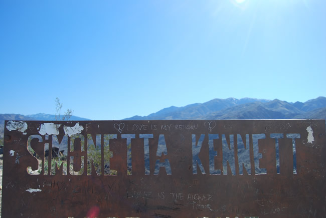 Image of Simonetta Kennett sign at the lookout on the South Lykken Trail in Palm Springs