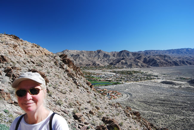 Image of contrasts with deep blue sky, vivid green golf courses and rocky desert hills in Palm Springs - South Lykken Trail